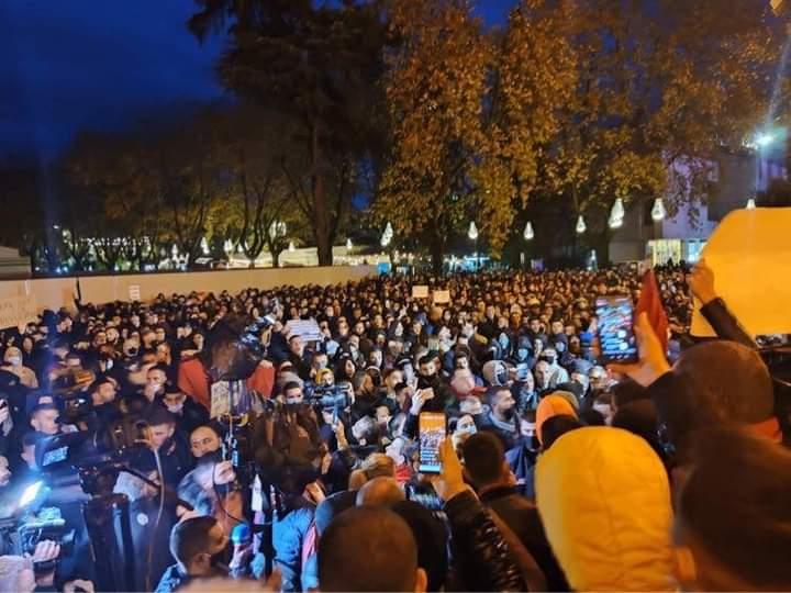 Protesti u Tirani,policija ubila mladića za vrijeme zabrane kretanja