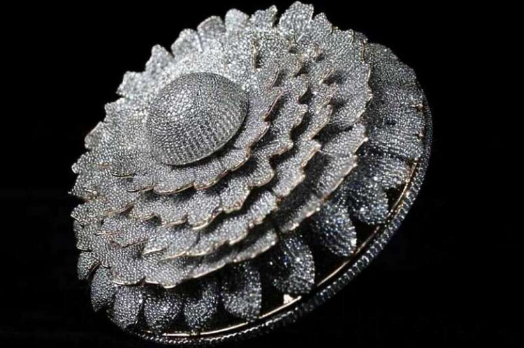 Indijac napravio prsten sa 12.638 dijamanata i upisao se u Ginisovu knjigu rekorda
