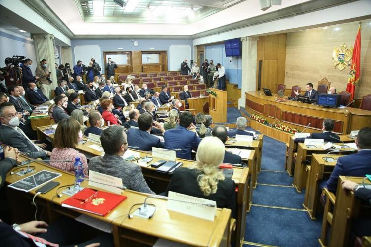 Oprečni stavovi i žustra rasprava drugog dana, poslanici većine najavili podršku Vladi