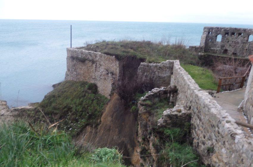 Obrušavanju zidina Starog grada pored padavina, doprinjelo i lagerovanje šuta i materijala na tom prostoru