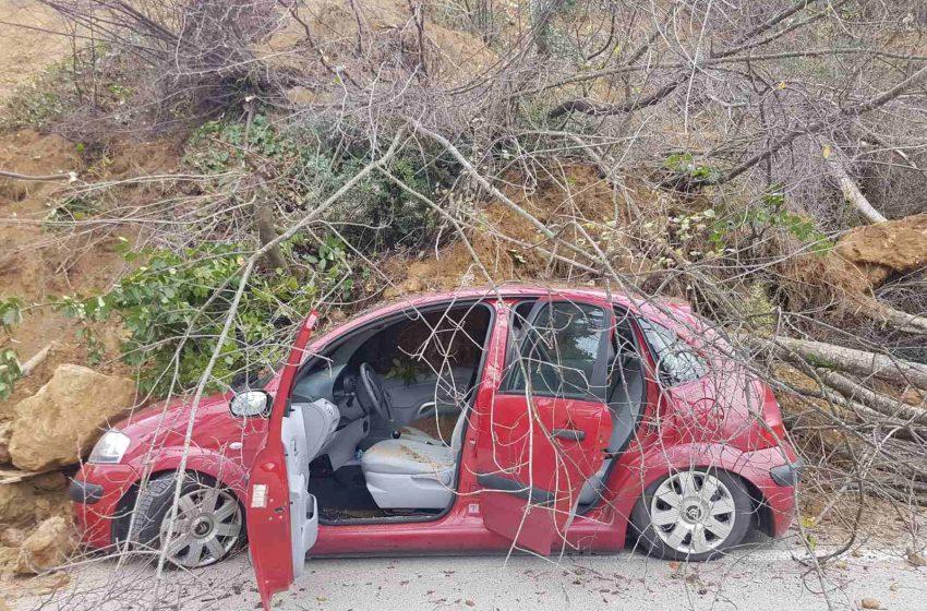 Urušilo se brdo u Pinješu, zemlja se obrušila i na dva automobila