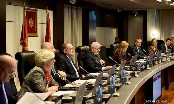 Marković i bivši ministri prekršili Zakon, nijesu mogli biti i u Vladi i poslanici