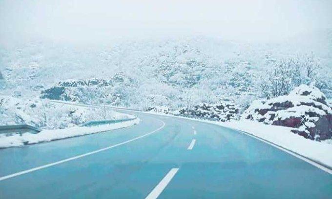 Voziti opreznije zbog odrona, vjetra i poledice