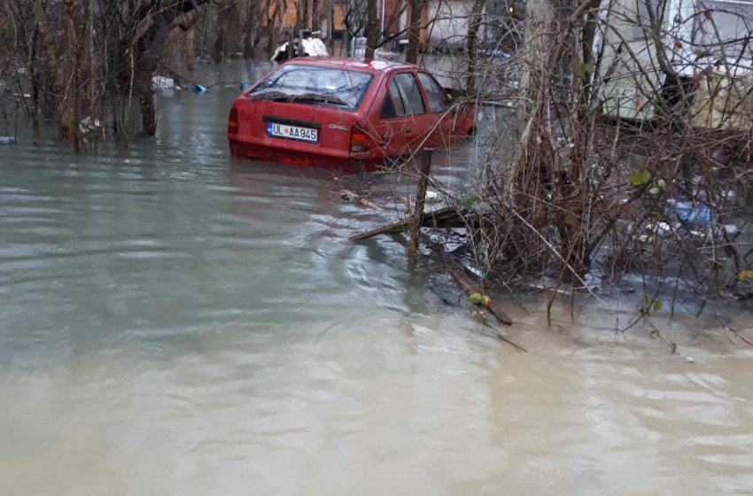 Poplave na Bojani, voda prodrla u kućice