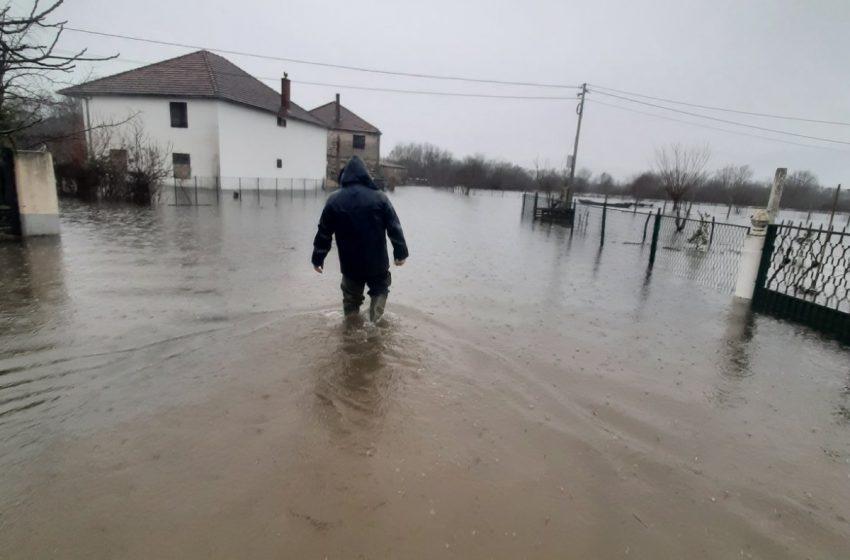 Voda ušla u kuće mještana sela Lisna i Bore