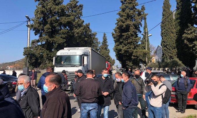 Policija u Tuzima, kafići jutros otvoreni uprkos zabrani