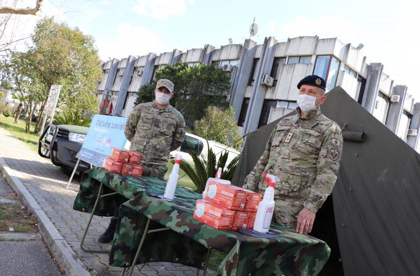 Vojska dijeli maske i flajere u Ulcinju