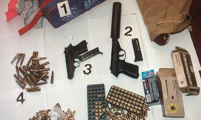Uhapšen Ulcinjanin: Pronađena dva pištolja i skoro 300 komada municije