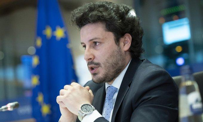 Abazović čestitao 9. maj: Koračajmo putem pomirenja, progresa i uspjeha