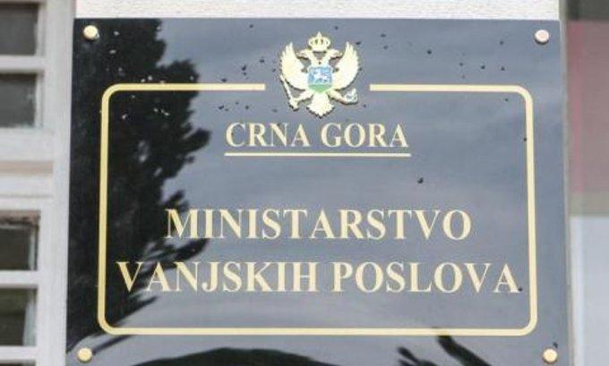 Peroviću Tirana, Vučiniću Njujork