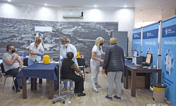 U Crnoj Gori dato više od 263 hiljade doza vakcina