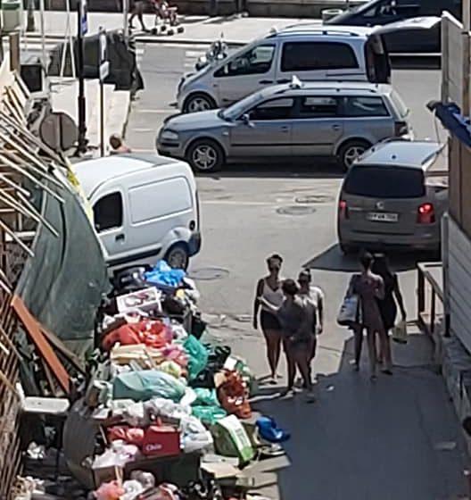 Komunalno preduzeće: Na Pristanu otpad odvoze četiri puta dnevno, ali sistem ne funkcioniše