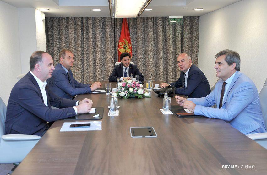 Abazović se sastao sa predstavnicima manjinskih partija